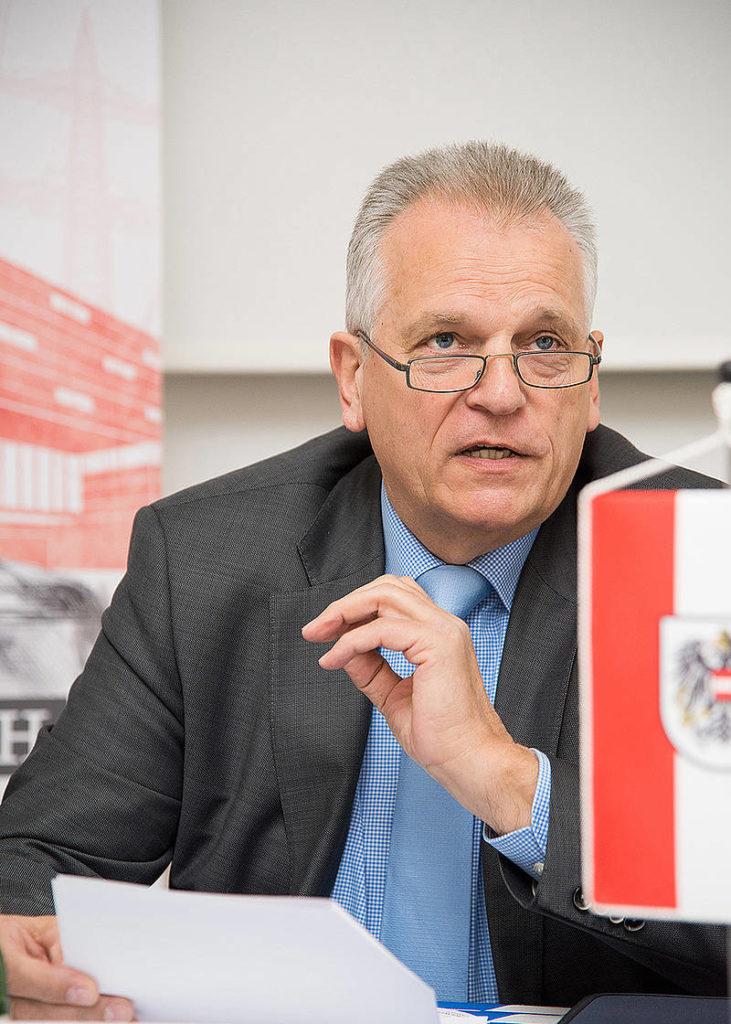 """Minister Rupprechter setzt IWS-Vorschlag um: """"Bundesstellen in ländliche Regionen"""""""
